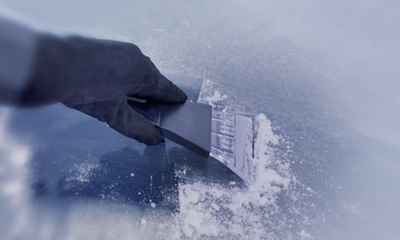 Zamrznjeno vetrobransko steklo